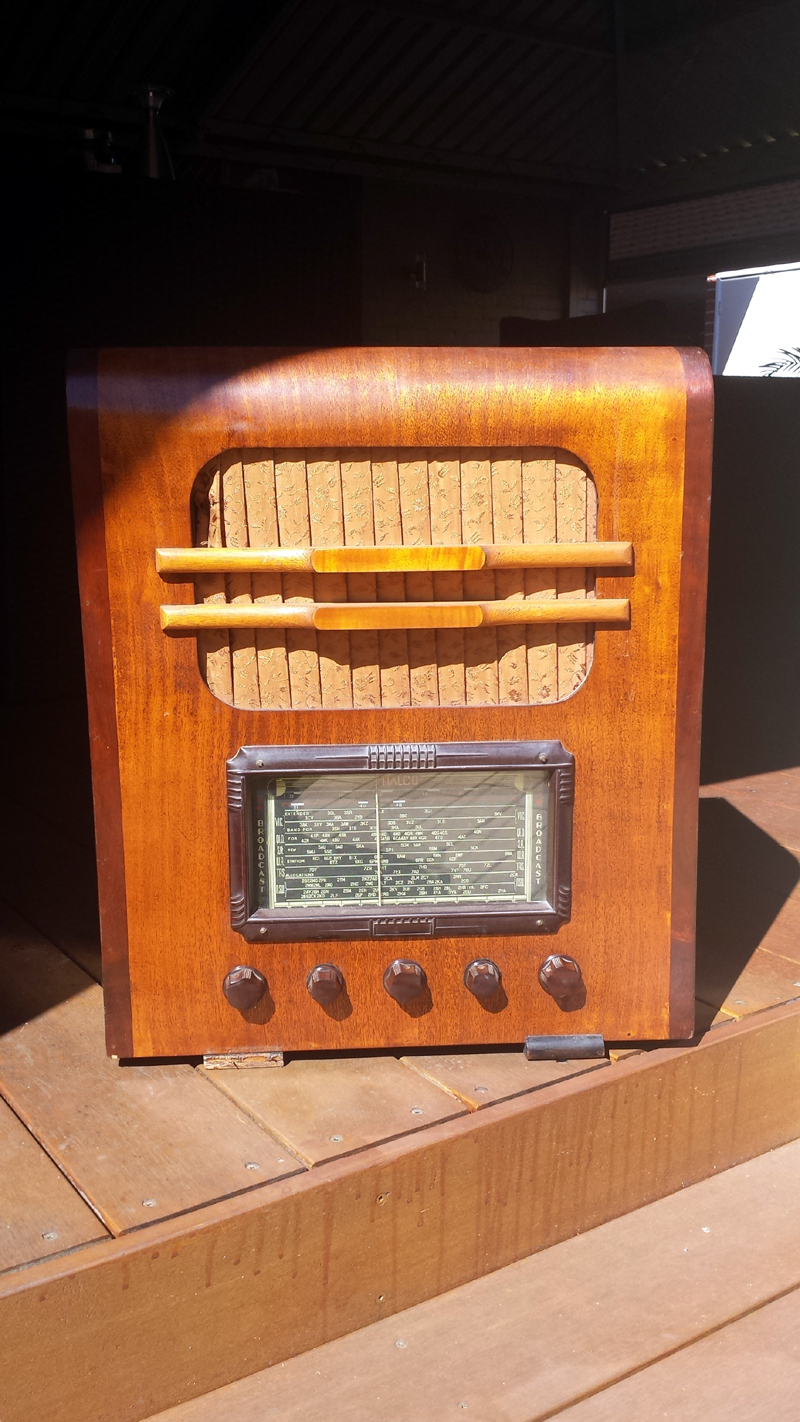 Halco Table Radio