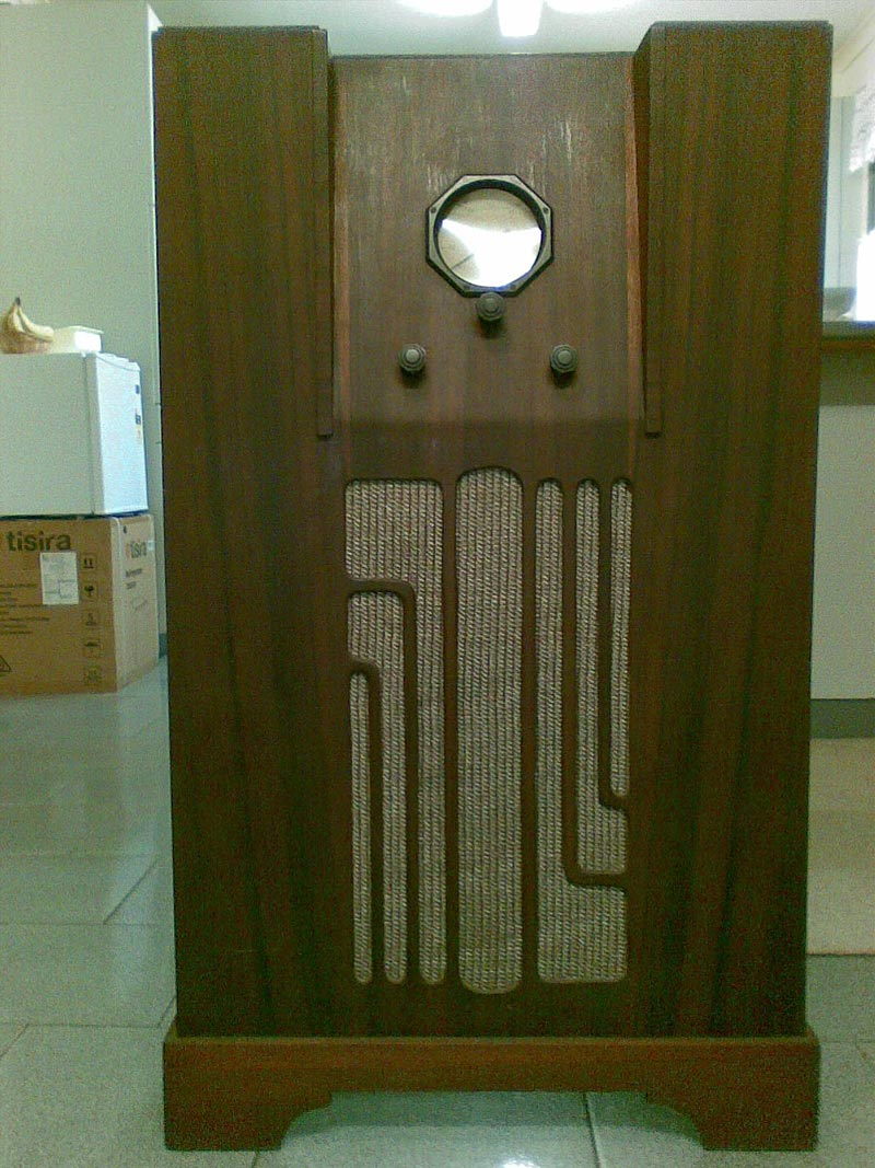 Unknown Console Radio